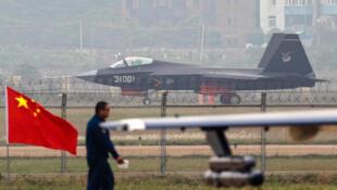 Máy bay tàng hình Trung Quốc J-31 được trưng bày tại hội chợ hàng không Châu Hải (Zhuhai), Quảng Đông, Trung Quốc, ngày 11/11/2014.