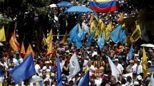 Milhares vão às ruas na Venezuela para exigir a renúncia de Maduro