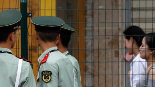 Patrouille de la police paramilitaire chinoise à Xiamen en amont du sommet des Brics, le 2 septembre 2017.