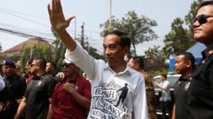 Le président indonésien Joko Widodo, après avoir déposé sa candidature à la présidentielle de 2019 auprès de la commission électorale, à Jakarta, le 10 août 2018.