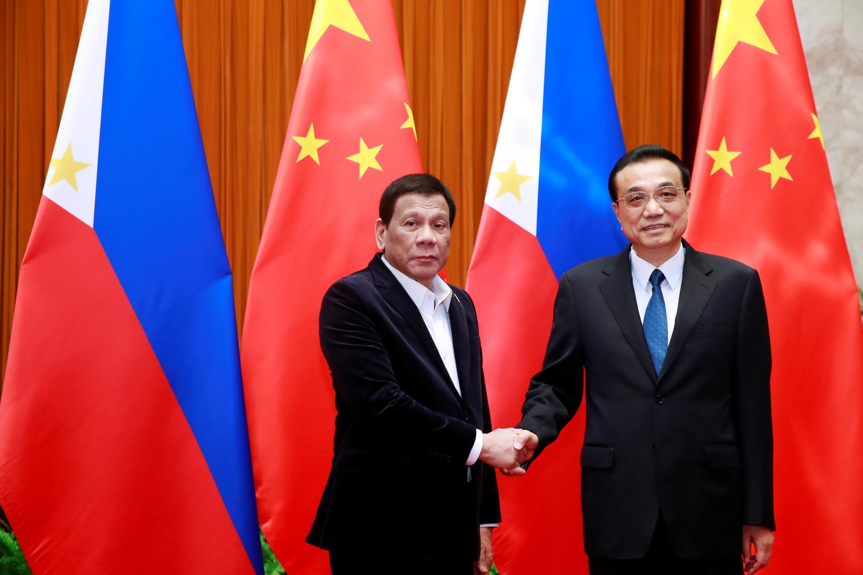 Tổng thống Philippines Rodrigo Duterte (T) và thủ tướng Trung Quốc Lý Khắc Cường tại Đại Lễ đường Nhân Dân, Bắc Kinh, Trung Quốc, ngày 30/08/2019.
