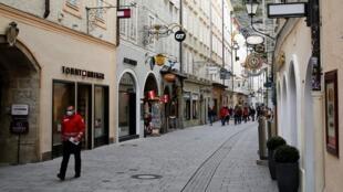 Dans les rues de Salzbourg, en Autriche, le 21 octobre 2020.
