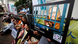 香港民主團體成員和市民進行靜坐為劉曉波呼籲