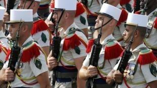 Soldats de la Légion étrangère place de la Concorde.