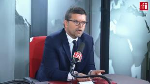 Luc Carvounas député du Val-de-Marne, fondateur de la Gauche Arc-en-Ciel sur RFI.