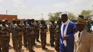 Prime Minister Moussa Mara reviews Malian army troops, Kidal, 17 May 2014.