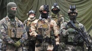 به گفته مقامات فرانسوی نیروهای ویژهی این کشور، هر زمان که نیاز باشد، برای پاکسازی زمینهای مینگذاری شده، آماده همکاری هستند.