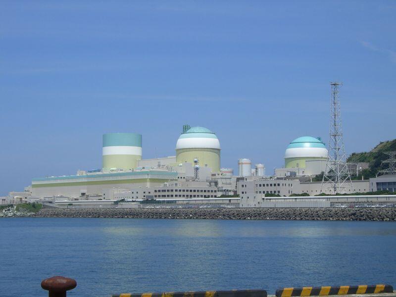 Một nhà máy điện nguyên tử ở Ikata, Nhật Bản.