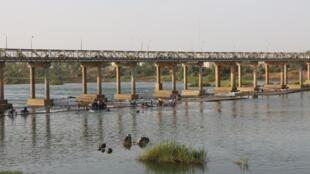 Le pont de Kayes paisible malgré les menaces sécuritaire au Mali.