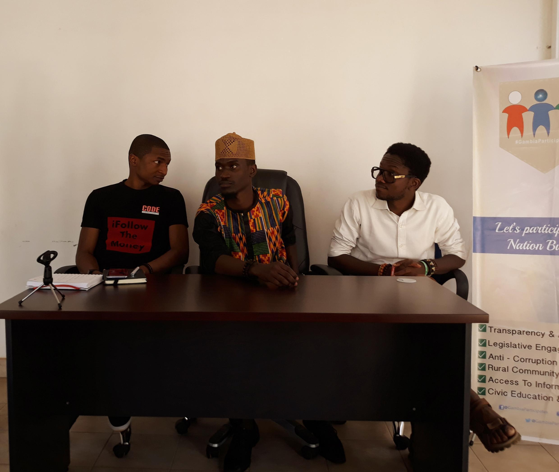 Les créateurs nigérians et gambiens de la plateforme «Follow the money» déclinée en Gambie.