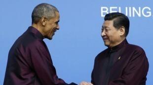 O presidente dos Estados Unidos, Barack Obama, e o presidente chinês, Xi Jinping, durante cúpuma da Apec em Pequim.