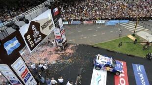 La foule argentine était au rendez-vous pour le départ de l'édition 2010 du rallye Dakar le 1er janvier à Buenos Aires.