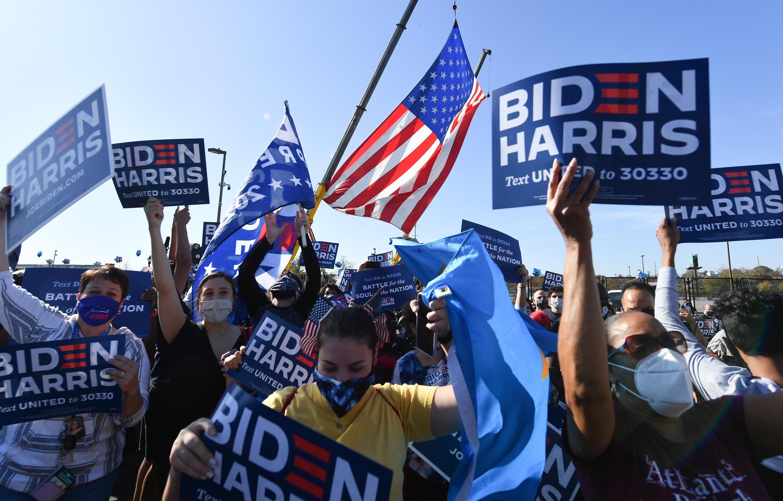 Apoiantes do democrata Joe Biden a celebrar a vitória do 46° Presidente dos EUA.