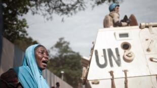 Vingt-quatre civils centrafricains et un casque bleu rwandais ont été tués lors des affrontements au PK5 de Bangui, mardi 10 avril. L'enuqête suit son cours sur le déroulé des événements (photo prise le 11 avril au PK5).