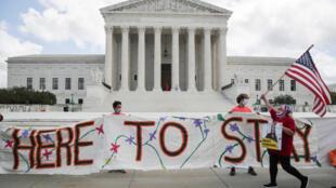Foto de archivo: Manifestación pro inmigración delante de la Corte Suprema de Justicia de Estados Unidos, el 18 de junio de 2020.