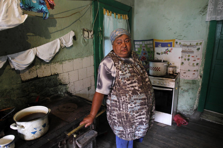 A aposentada búlgara, Maria Draguta, 59 anos, ex-mineira que vive na cidade de Aninoasa, na Romênia que é o segundo país mais pobre da União Europeia.