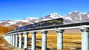 青藏铁路2006年7月全线通车