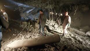 Missile de l'OTAN, selon les officiels libyens, au milieu des décombres de la maison du plus jeune fils de Mouammar Kadhafi, 30 avril 2011.