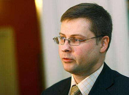 Премьер-министр Латвии Валдис Домбровскис привел свою страну в еврозону