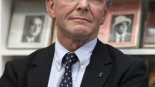 Le très médiatique généticien Axel Kahn se présente sous l'étiquette socialiste dans la 2e circonsription de Paris, photo prise le 12 juillet 2011.