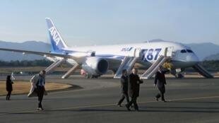 Un 787 Dreamliner de All Nippon Airways después de un aterrizaje de emergencia, el 16 de enero de 2013.