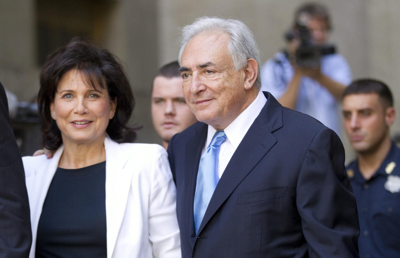 A revista francesa Closer anunciou essa semana o divórcio de Dominique Strauss-Kahn, ex-diretor gerente do Fundo Monetário Internacional (FMI).
