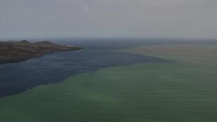 Vista aérea da erupção subterrânea do vulcão da Ilha de El Hierro, nas Ilhas Canárias, nesta foto do dia 16 de Outubro de 2011.