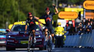 Le coureur d'Ineos Michal Kwiatkowski s'offre la 18e étape du Tour de France devant son équipier Richard Carapaz, le 17 septembre 2020 à La Roche-sur-Foron