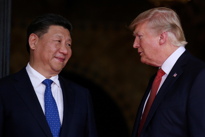 Tổng thống Mỹ Donald Trump (P) tiếp chủ tịch Trung Quốc Tập Cận Bình tại Mar-a-Lago, Florida ngày 06/04/2017.