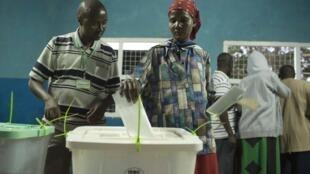 Wakenya wakipiga kura katika Uchaguzi wa mwaka 2013