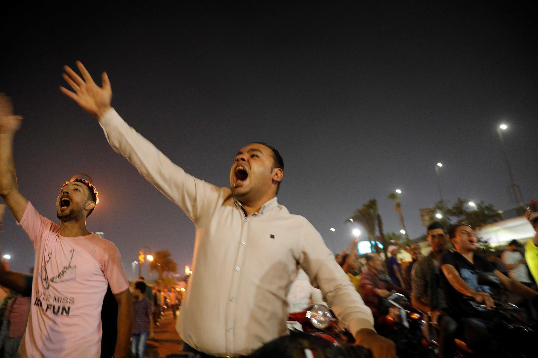 Des manifestants clament des slogans anti-Sissi, au Caire, le 21 septembre 2019.