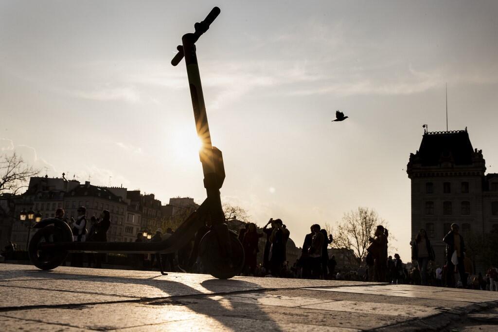 По прогнозам мэрии, до конца года число электросамокатов на улицах Парижа вырастет вдвое