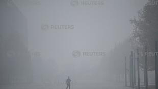 陷入雾霾污染的天津市,2018年11月26日照片
