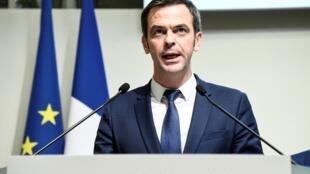Le ministre de la Santé Olivier Veran lors d'une conférence de presse pour faire le point sur le coronavirus, le 6 mars 2020 à Paris.