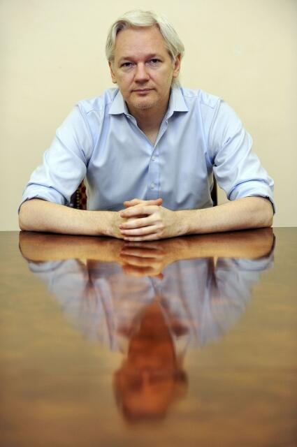 O fundador do Wikileaks, Julian Assange, na Embaixada do Equador em Londres, no dia 14 de junho de 2013.