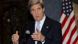 John Kerry, Le secrétaire d'État américain avait demandé au président Abbas de maintenir Fayyad à son poste..