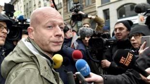 L'avocat belge, Sven Mary, après avoir quitté le siège de la police judiciaire à Bruxelles où il a rencontré son client Salah Abdeslam, le 19 mars 2016.