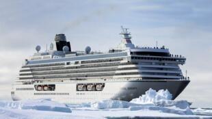 Chiếc tàu Crystal Serenity từng du hành đến vùng Nam Băng Dương.