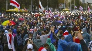 Manifestation dans les rues de Minsk contre la réélection du président Loukachenko.