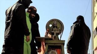 """بر اساس اده ۲۰۱ قانون مجازات اسلامی، مجازات سرقت در نخستین بار """"قطع چهار انگشت دست راست"""" است."""