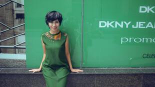 Née en 1975, Trang Ha se montre critique envers son pays, un Vietnam qui n'a pas assez évolué à son goût.