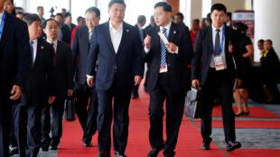 Đoàn Trung Quốc với chủ tịch Tập Cận Bình tại Thượng đỉnh APEC. Ảnh tại Port Moresby, Papua New Guinea, ngày 18/11/2018.