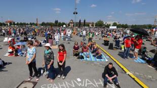 Stuttgart-CORONAVIRUS-GERMANY-PROTESTS