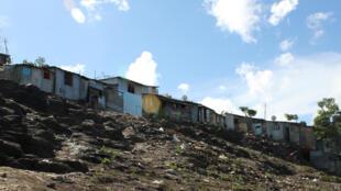 Mayotte - Bidonville - 000_6N01E