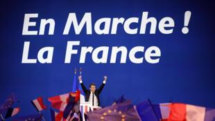 លោក Emmanuel Macron ថ្ងៃទី២៣ មេសា ក្រោយបានទទួលជ័យជំនះជុំទីមួយ