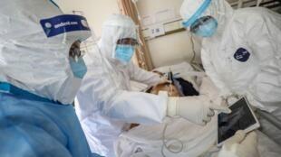 中國護理冠狀病毒感染者的醫護人員2020年2月18日