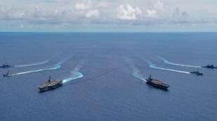 網傳美國航母戰鬥群編隊航行圖片