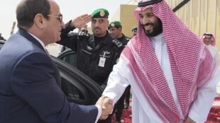 Le président égyptien Abdel Fattah al-Sissi (à gauche), en compagnie du prince héritier d'Arabie saoudite Mohammed ben Salman, en avril 2018.