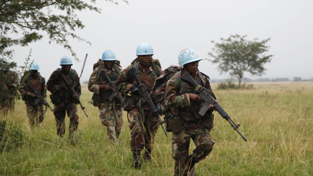 Wanajeshi wa kulinda amani wa Umoja wa Mataifa wakipiga doria, hapa ni katika hifadhi ya taifa ya wanyama ya Virunga, Desemba mwaka 2013.