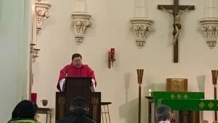 Pendant la messe à l'Eglise Sainte Anne d'Erié.